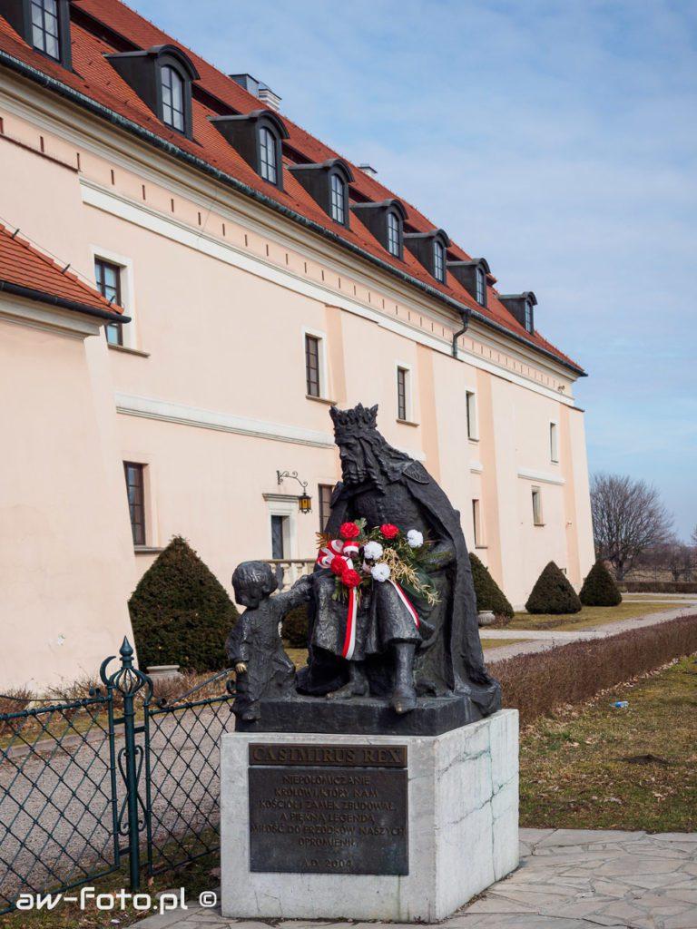Pomnik króla Kazimierza Wielkiego w Niepołomicach
