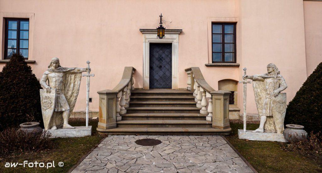 Posągi rycerzy zamku Niepołomice