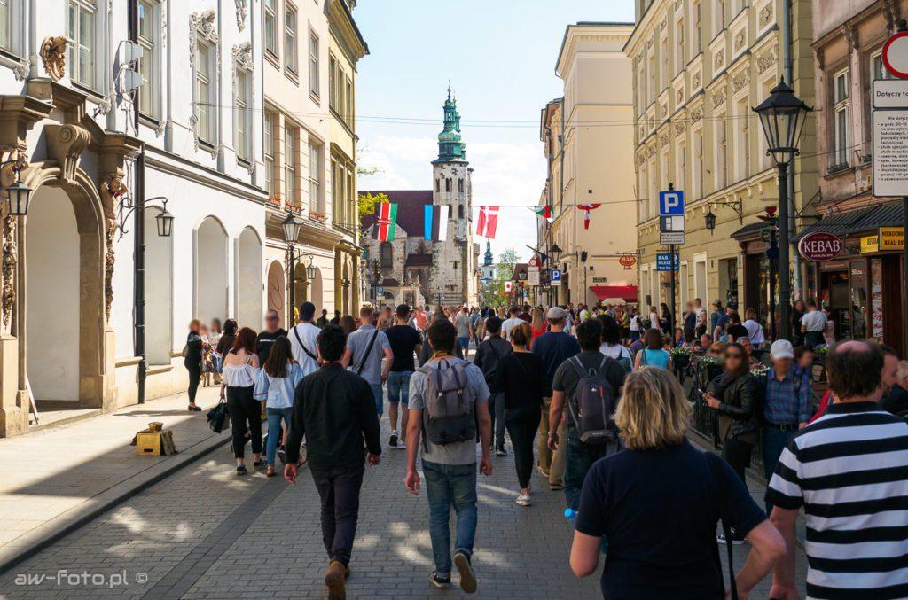 Tłum ludzi na ul. Grodzkiej