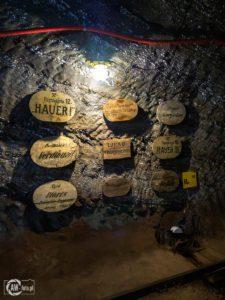 Kopalnia Soli w Bochni - szyldy z nazwami szybów