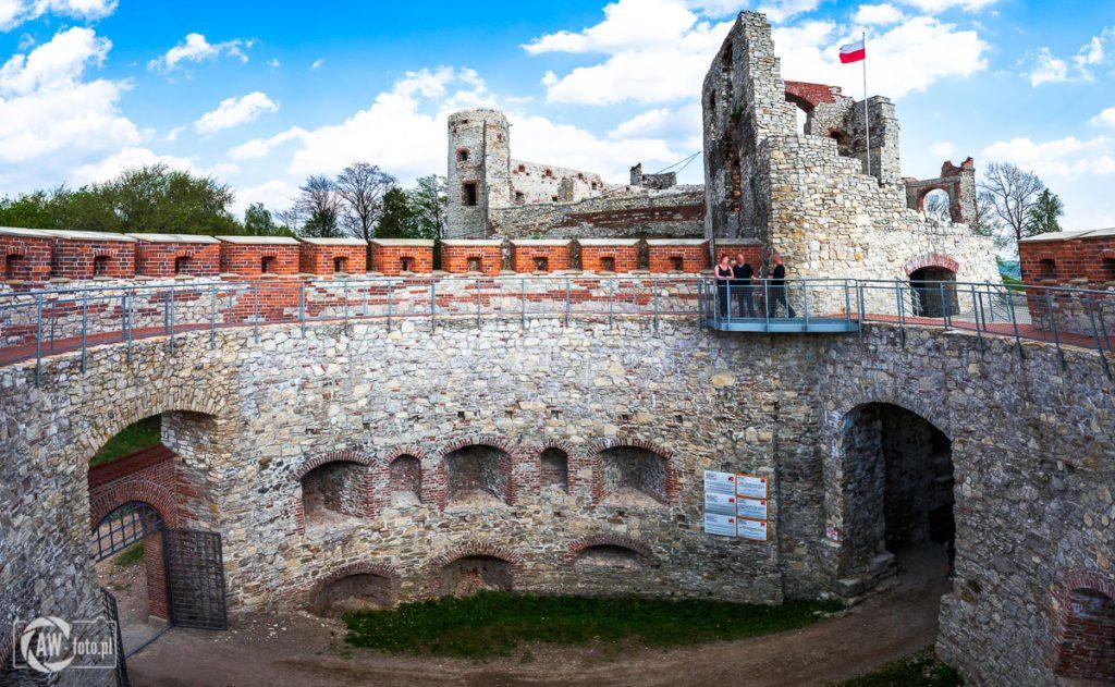Zamek Tenczyn w Rudnie -barbakan i brama główna