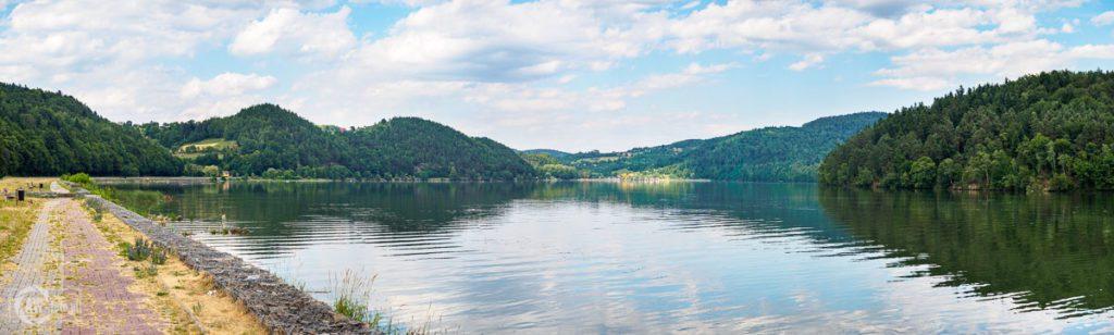 Ścieżka spacerowa wzdłuż Jeziora Czchowskiego