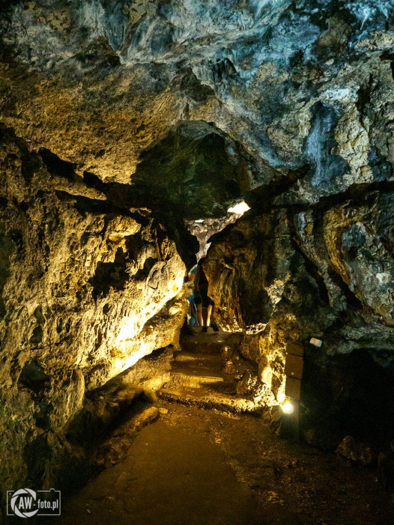 Grota Łokietka - skalne korytarze