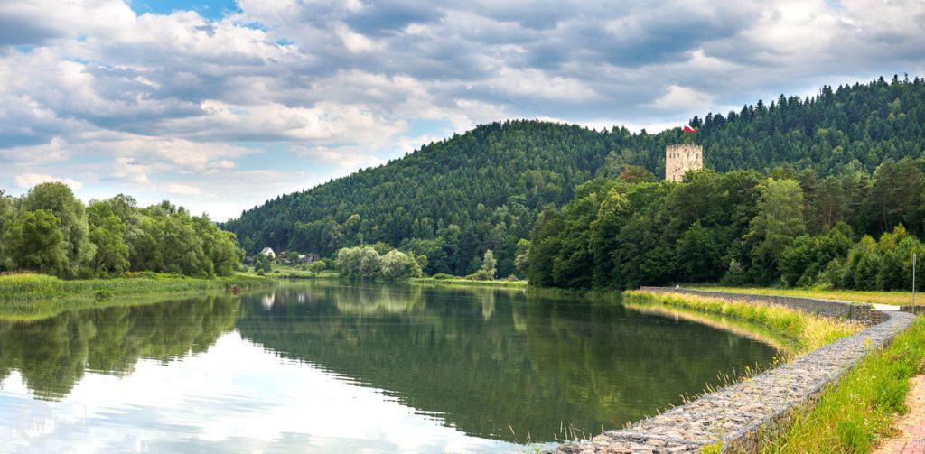 Zamek Tropsztyn z widokiem na Jezioro Czchowskie