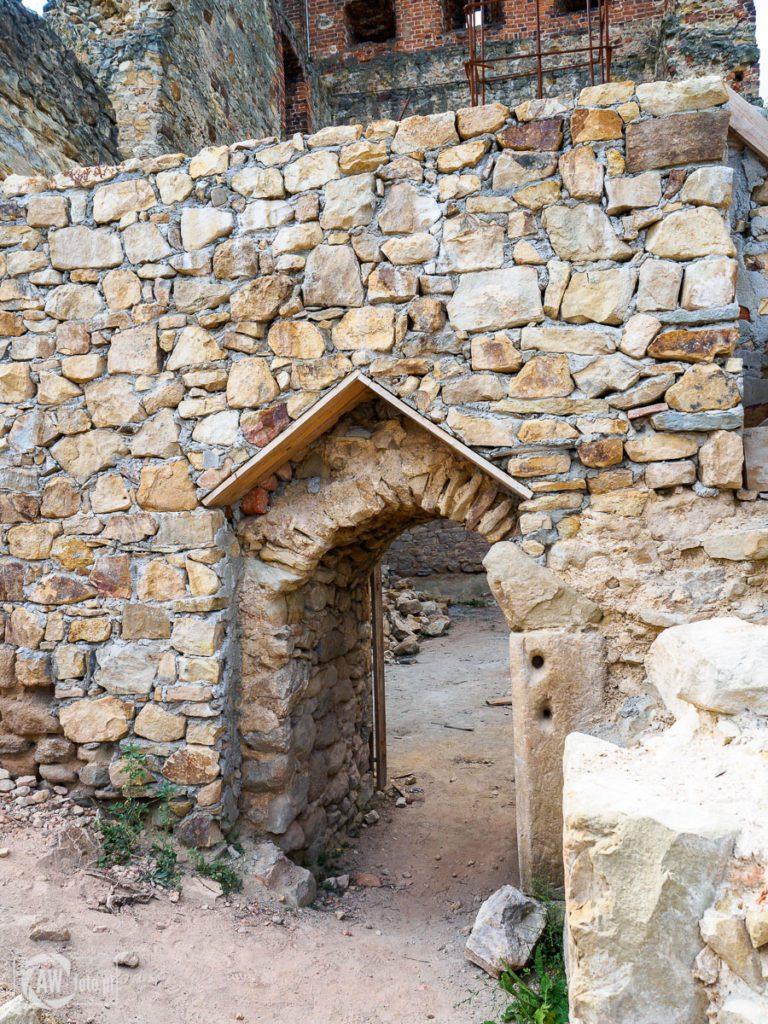 Zamek w Melsztynie - wejście na zamek