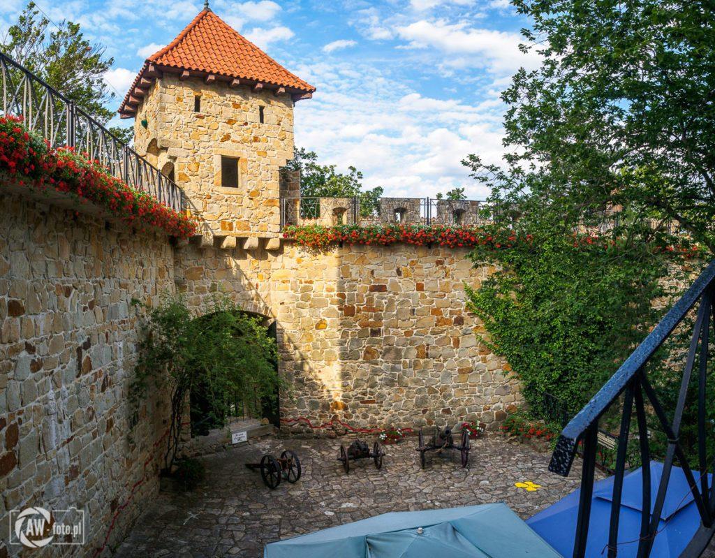 Zamek Tropsztyn - baszta zamkowa