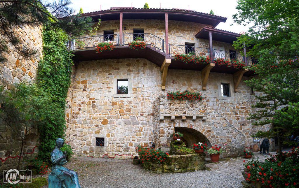 Zamek Tropsztyn - dziedziniec