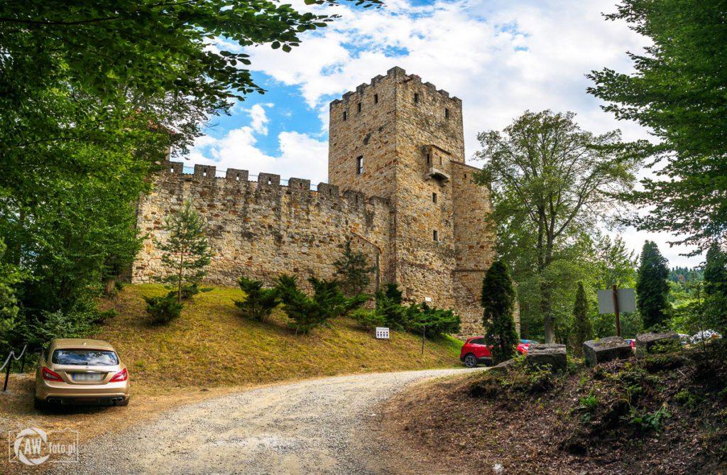 Zamek Tropsztyn - parking przy zamku