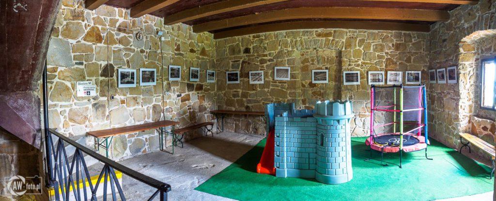Zamek Tropsztyn - sala zabaw w wieży zamkowej