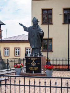 Bazylika św. Mikołaja w Bochni - pomnik św. Jana Pawła II