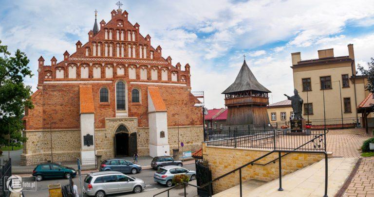 Bazylika św. Mikołaja w Bochni - widok z zewnątrz na świątynię