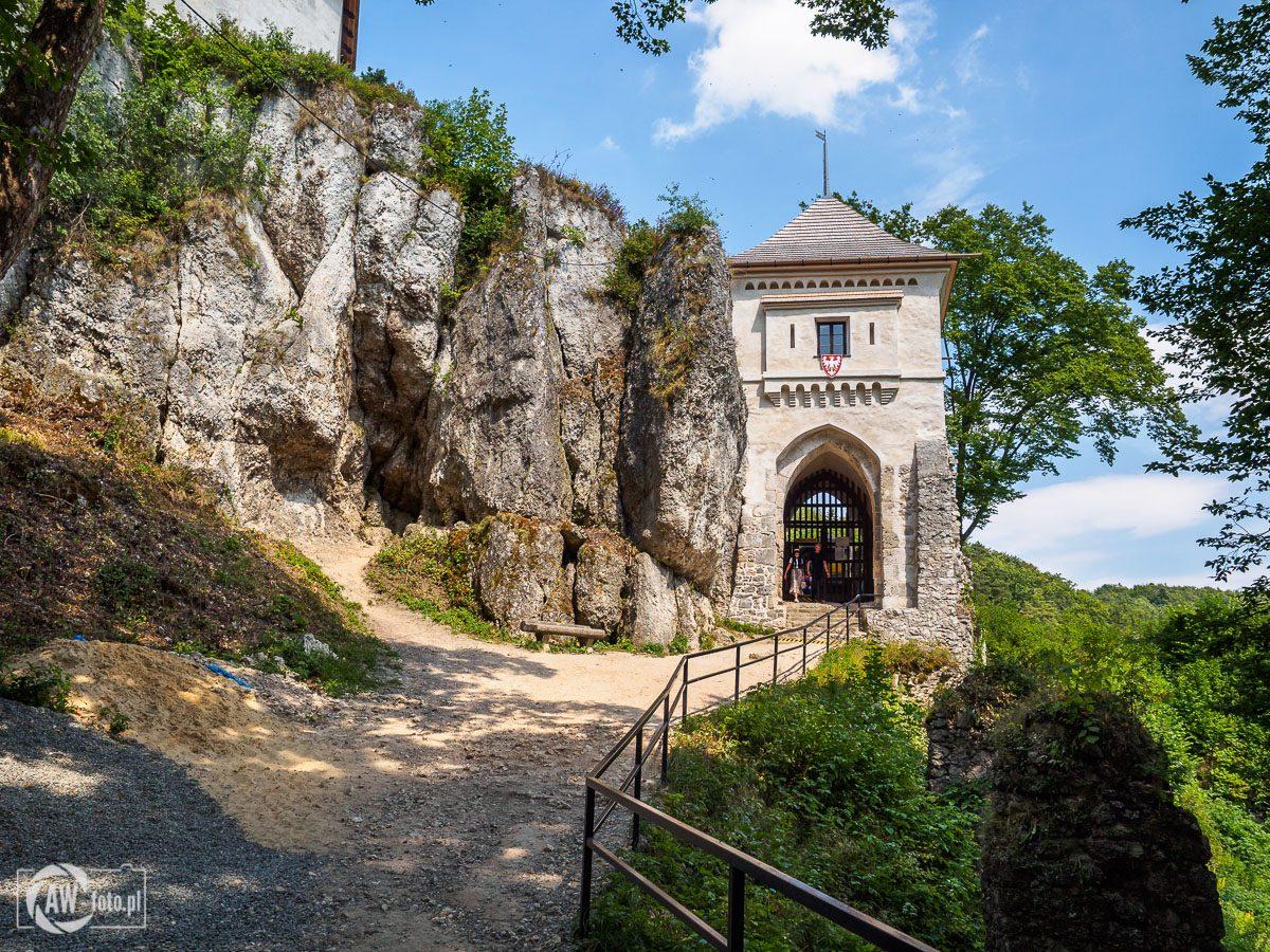 Ruiny zamku w Ojcowie - brama zamkowa