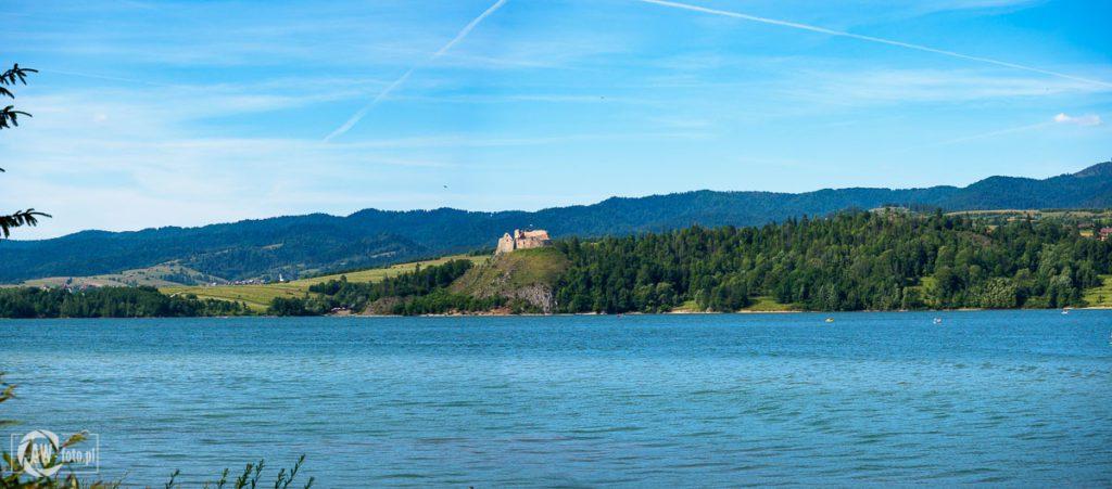 Panorama zamku w Czorsztynie widziana z zapory