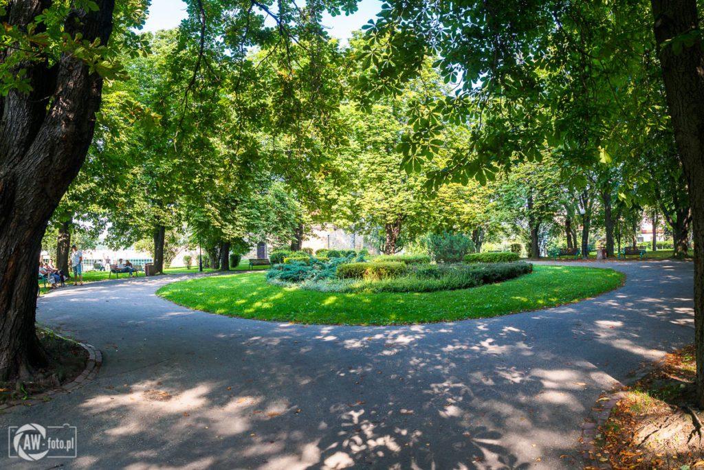 Park przy zamku królewskim w Nowym Sączu