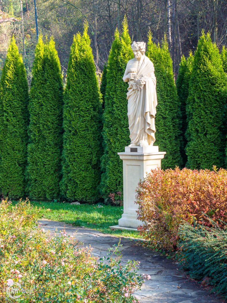Park zdrojowy Zapopradzie w Muszynie - personifikacja jesieni