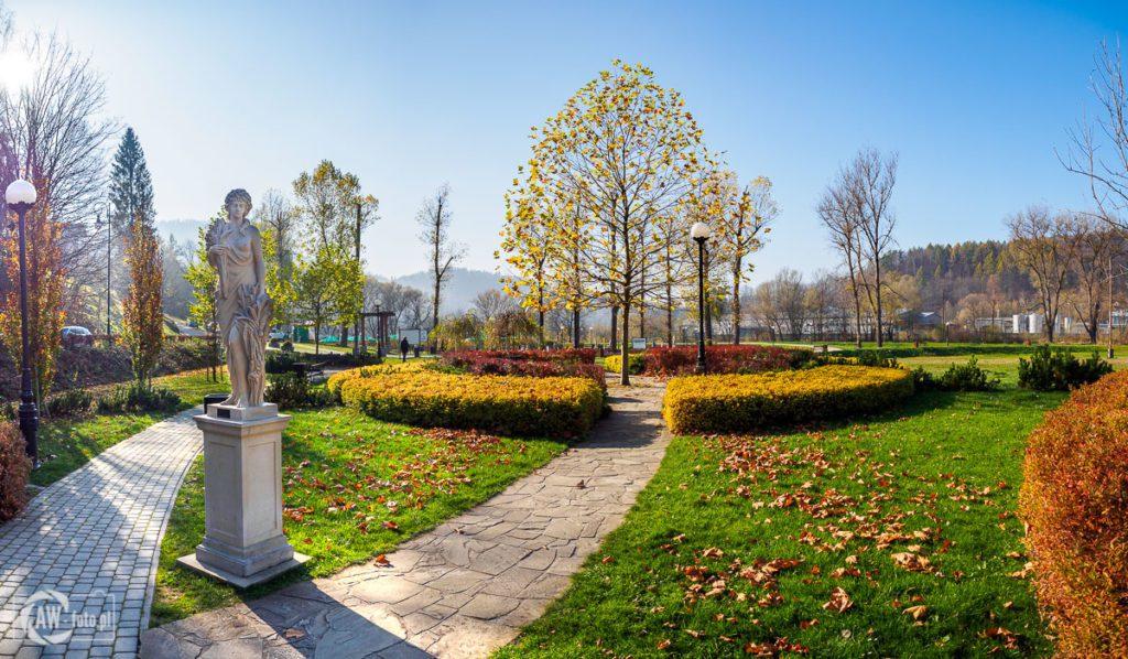 Park zdrojowy Zapopradzie w Muszynie - personifikacja lata