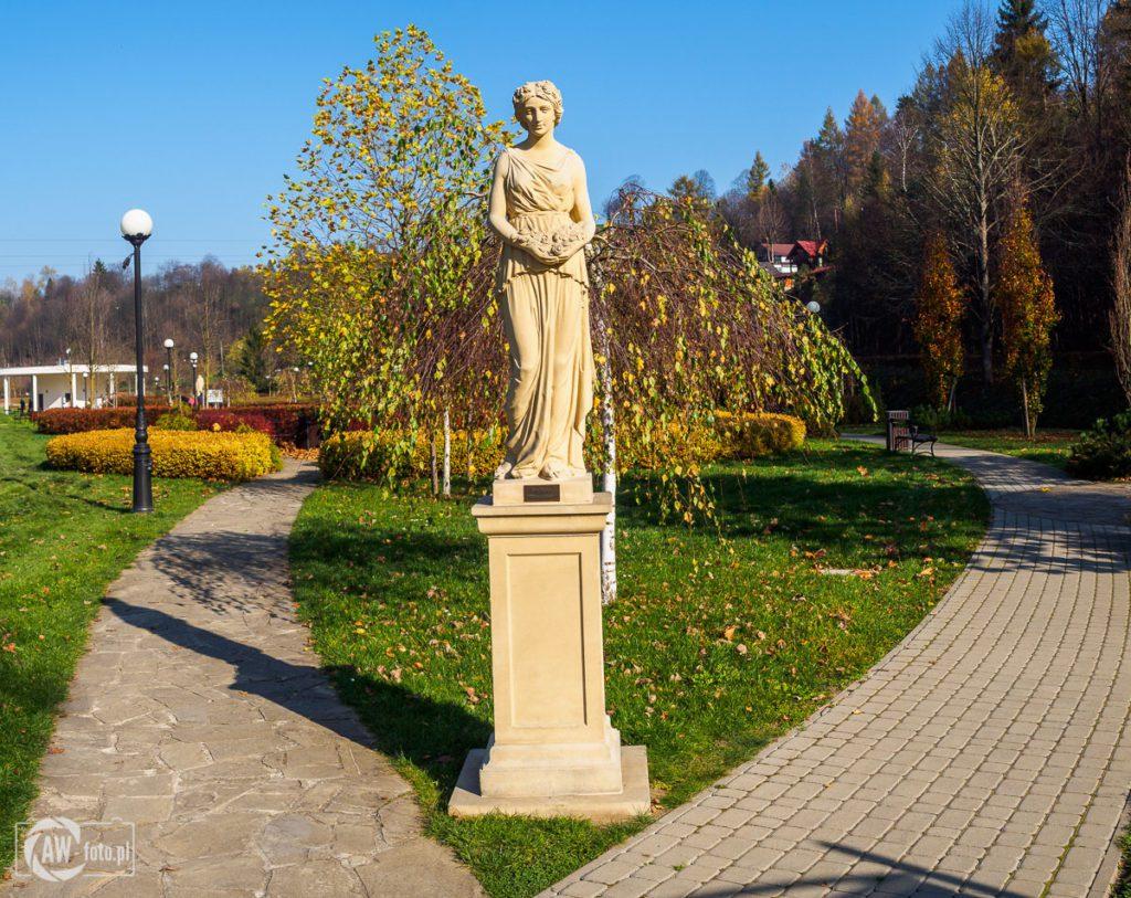 Park zdrojowy Zapopradzie w Muszynie - personifikacja wiosny