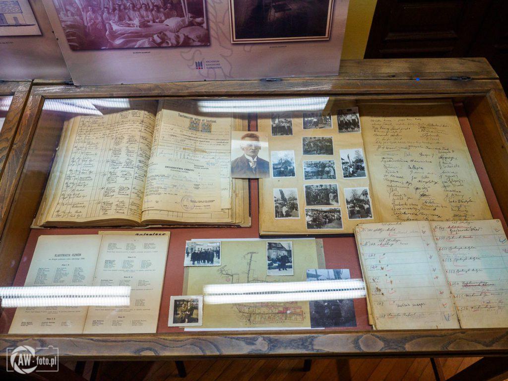 Archiwum Państwowe w Bochni - gablotki z dokumentami