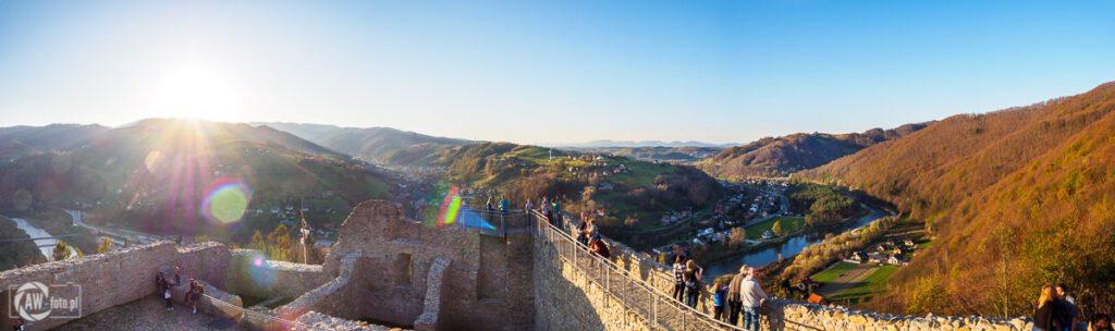 Panorama na zamek w Rytrze z platformy widokowej