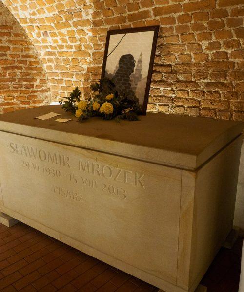 Krypta Sławomira Mrożka - Kościół św. Apostołów Piotra i Pawła w Krakowie