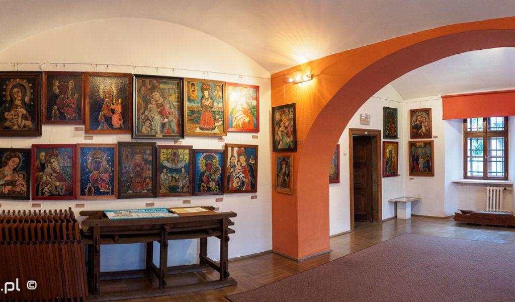 Muzeum im. Stanisława Fischera w Bochni - wystawa ludowego malarstwa religijnego