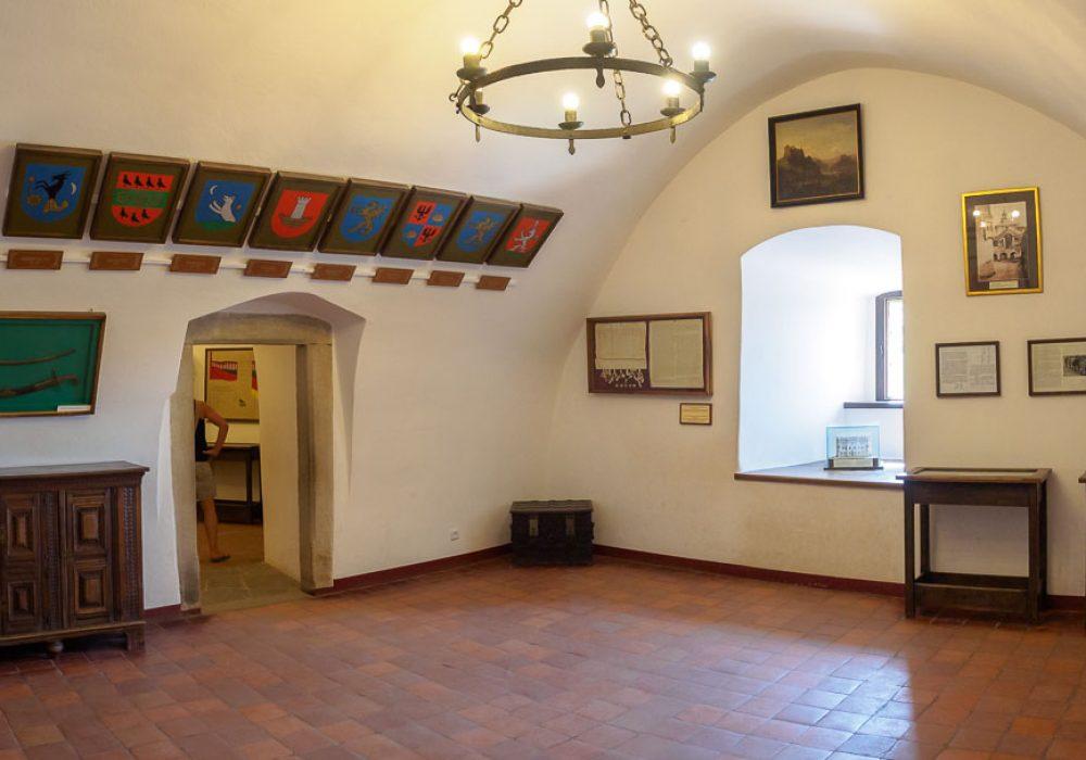 Zamek w Niedzicy - herby dawnych właścicieli